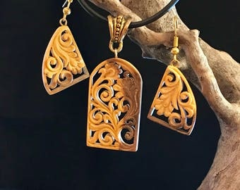 Unique Hand Carved Wooden Jewelry Set