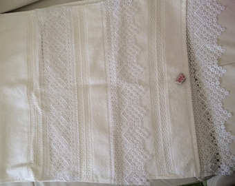 Towels 50 * 90 with lace at the 2 ends