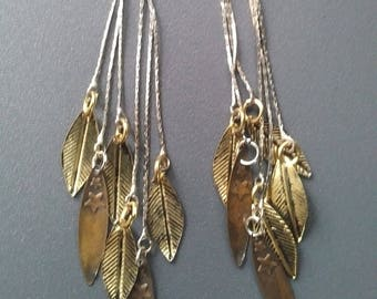 Here is a pretty feather earrings!