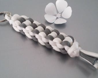 """Paracord braid """"effect checkerboard"""" double chain Keyring"""