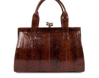 Handbag in snakeskin with spring closure