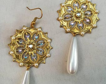 Golden rhinestone drop earrings