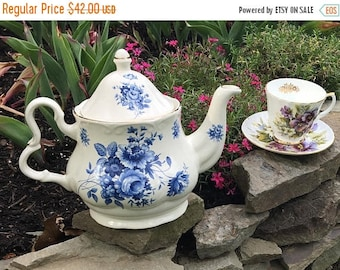 Royal Caldone Vintage Teapot Made in England Blue White Lovely Great Condition No Damage Tea Party Every Day! Fine Bone China Porcelain