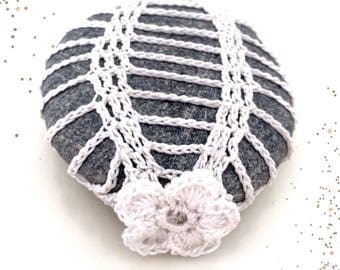 Prickly pear Lace stone made in Italy, white Crochet Covered Stone, Mother's Day, Paperweight, Home Decor, Beach Wedding, mother's day