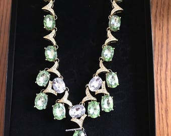 Signed  Scaasi runway designer  vintage green  and crystal gem  gold tone  necklace, new in box