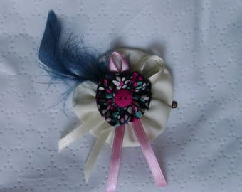 Barrette white, pink and blue feather