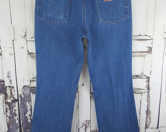 Vintage Wrangler Jeans, High waisted jeans Distressed//bootcut,  Boyfriend Jeans Country western Denim//Waist 28 29