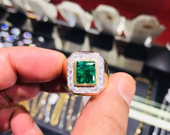 Certified 3 CT Emerald Mens Ring 18KT Yellow Gold with Diamonds