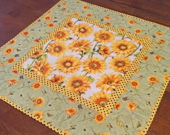 Quilted Sunflower Table Topper, Sunflower Table Runner, Yellow Green Table  Topper, Quilted Table