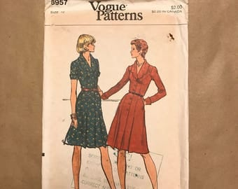 Vintage 1974 Sewing Pattern - Vogue Pattern 8957 - Dress