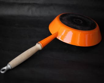 Le Creuset pan, skillet Le creuset, made in france, Le Creuset enameled cast iron skillet 24 orange, wooden handle vintage