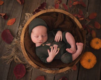 Newborn overall and bonnet (Robert) - photography prop - green