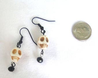 Skull Earrings, halloween jewelry, skull jewelry, skull bead with black beads, black jewelry