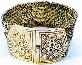110 gr XL Solid silver wide bracelet with decorated lock
