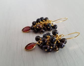 Black pearls cluster earring, garnet marquise briolette pendant ( 16 x 12 mmm )wire wrapped, gold plated.