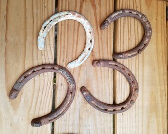 Vintage rustic horse shoes, set of 4