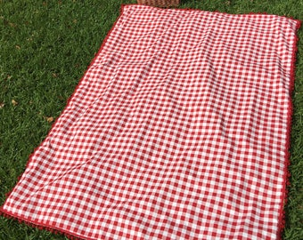 Picnic Blanket with pom pom red and white