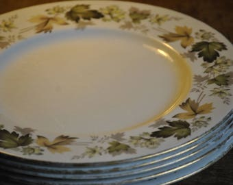 Elegant Royal Doulton Dinner Plates. Fine China with Intricate Leaf Design. Shabby Chic!! Great for Dinner Parties!
