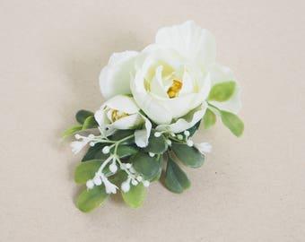 wedding hair clip, white flower clip, bridal hair clip, floral hair clip, rosebud hair clip, white flower hair clip, greenery hair clip