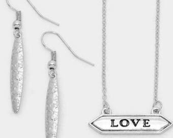Message bar necklace ( love )