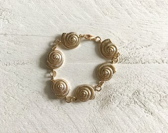 Gold Seashell Bracelet, Seashell Bracelet, Shell Bracelet, Beach, Beach Bracelet, Vacation, Minimalist Bracelet, Tropical Bracelet
