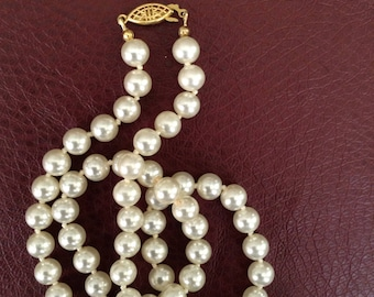 Vintage 24 inch Creamy White Faux Pearl Necklace