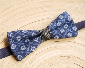 Bow tie with blue and white patterned fabric