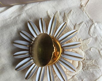 Vintage Avon Daisy Pin,Perfume Glace'