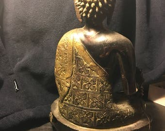 Cast iron sitting Buddha holding straw solid vintage great for Meditation n peaceful zen atmosphere !