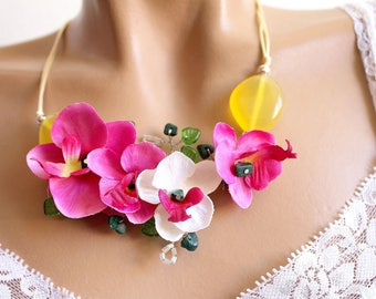 fresh floral necklace spring summer