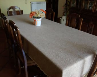 Table in light brown jute canvas, surrounded by crochet lace in ecru colour.