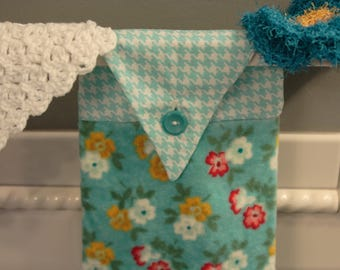 Kitchen Towel / Hanging Kitchen Towel Set with Crochet Wash Cloth and Scrubby /  Flowers on blue Kitchen Towel / Hanging Towels