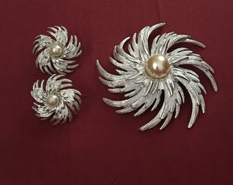 Sarah Coventry Pinwheel Demiparure Brooch and Clip Earrings 1969 Brushed Silver and Faux Pearl