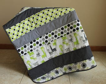 Baby Strip Baby Quilt-Giraffe Baby Quilt- Safari Quilt-Gender Neutral Baby Quilt- Black and White Baby Quilt- Lap Quilt- Giraffe Nursery-
