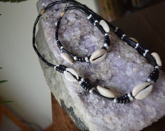 """Shell necklace/choker and matching bracelet with beads, 18""""/46cm"""