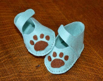 Dog paw themed felt baby shoes