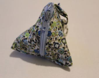 Small fabric box with clasp