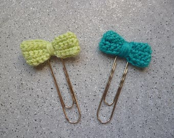 Bookmark paper clips decorated with a bow crochet wool