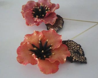 A brooch with flower in orange and pink cold porcelain