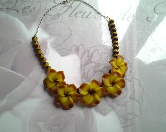 Necklace big flower tiara and pearls