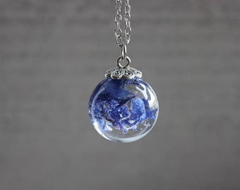 Necklace 77 cm + pendant, Sphere 2.5 cm resin inclusion of blueberries