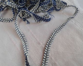 elastic strip of 2 colours blue and white front back width 1 cm