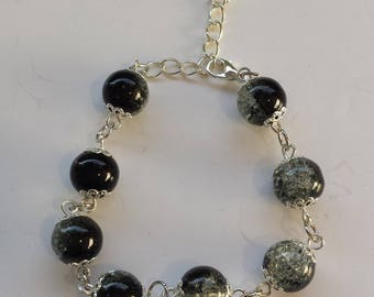 BLACK GLASS BEAD BRACELET / TRANSPARENT