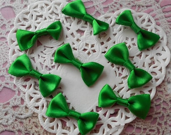 Satin bows green for sewing or customisations Christmas 3.00 cm width (per 8 knots)