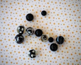 Set of 11 different styles, round heart in white and black glass beads
