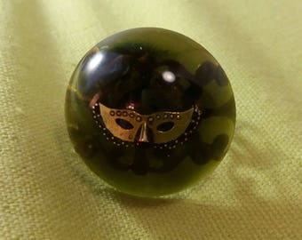 Ring made of inlaid resin mask