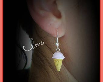 ice-cream cone of 1.2 cm beige/pink light mounted on dangling earrings