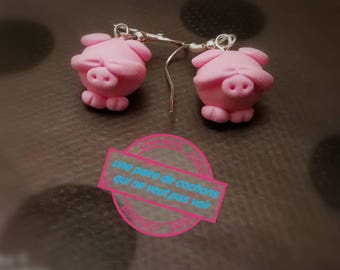 Two little pink pigs who don't want to see mounted on dangling earrings