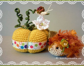 Decoration: pumpkin yellow Buttercup, snail and Hedgehog