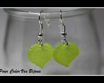 Earrings Kit and its acrylic green leaf